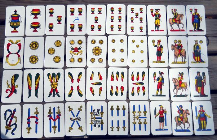 gioco scopa con carte napoletane da